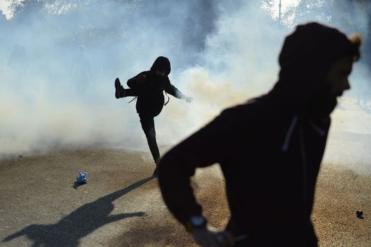 4911776_6_90e8_affrontements-entre-la-police-et-les_7580556c7a83245c3aececa3ce8dea99
