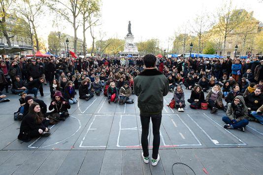 4912445_6_7aa2_un-debat-public-organise-par-les-manifestants_a53afba97a11fda1fc547a9a266a5b56